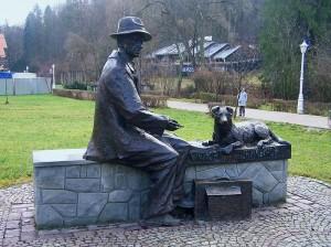 Пам'ятник художнику-примітивіст Никифору Криницьку, м. Криниця-Здруй